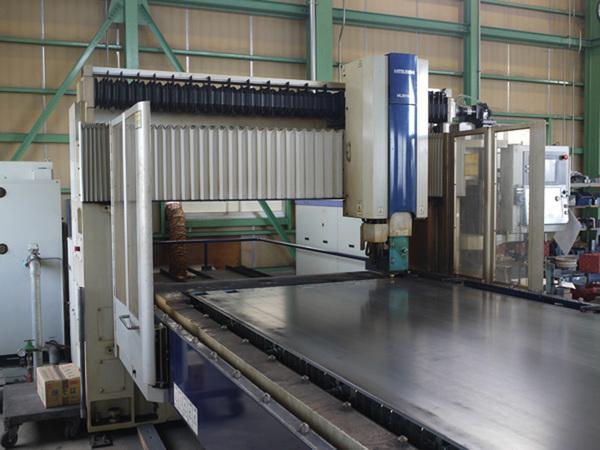 炭酸ガス二次元レーザ加工機